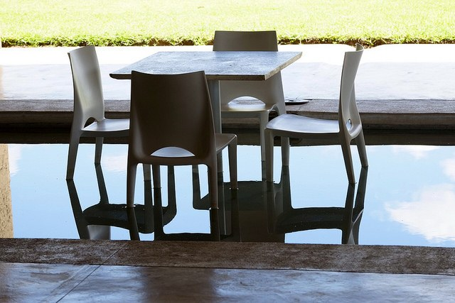 tables-in-water